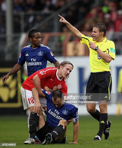 Lewis Holtby von Mainz in aktion mit Heiko Westermann von Hamburg waehrend des Bundesligaspiels zwischen FSV Mainz 05 und Hamburger SV im Stadion am...