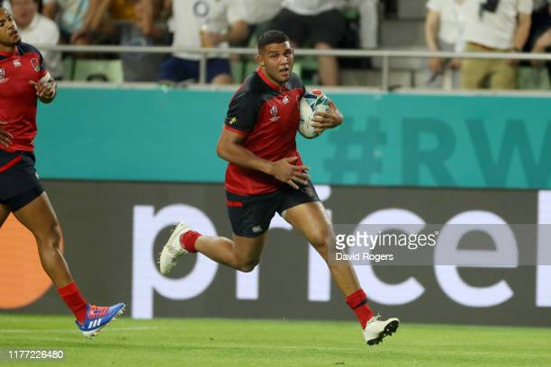 Lewis Ludlam of England runs to touch down to score his team's sixth try during the Rugby World Cup 2019 Group C game between England and USA at Kobe...