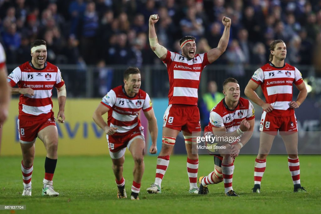 Lewis Ludlow (C) and Gloucester team mates celebrates Owen Williams' winning try conversion and victory by 22-21 during the Aviva Premiership match between Bath Rugby and Gloucester Rugby at the Recreation Ground on October 29, 2017 in Bath, England.