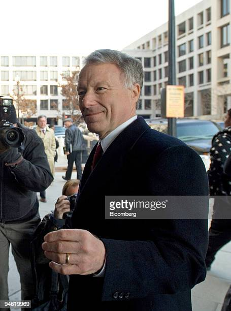 I Lewis Scooter Libby former Chief of Staff for Vice President Dick Cheney right follows attorney Ted Wells into the US Federal Courthouse as jury...