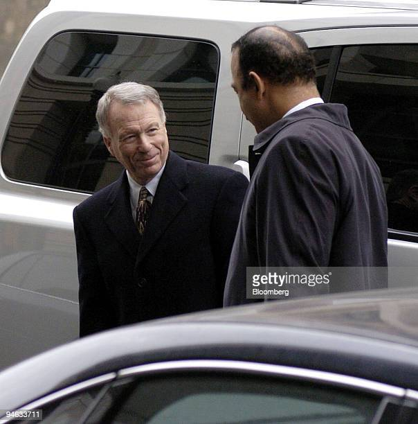 I Lewis 'Scooter' Libby former chief of staff to US Vice President Dick Cheney and his defense attorney Theodore Wells right arrive at US District...