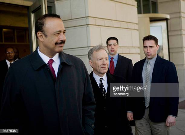 Lewis Scooter Libby former chief of staff to Vice President Dick Cheney center and defense lawyer Ted Wells left leave the federal courthouse in...