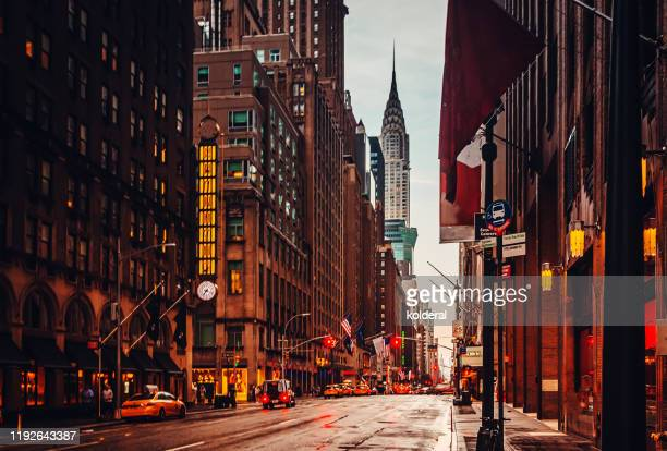 lexington avenue at dusk - midtown manhattan stock pictures, royalty-free photos & images