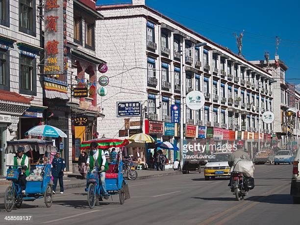lhasa - lhasa stockfoto's en -beelden