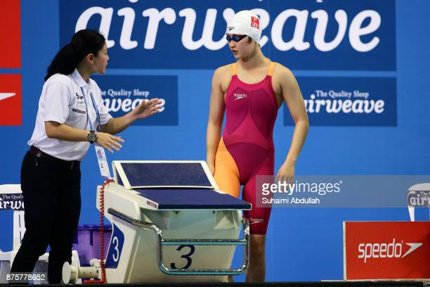 Li Bingjie of China prepares to compete in the women's 800m Freestyle final during the FINA Swimming World Cup at OCBC Aquatic Centre on November 18...