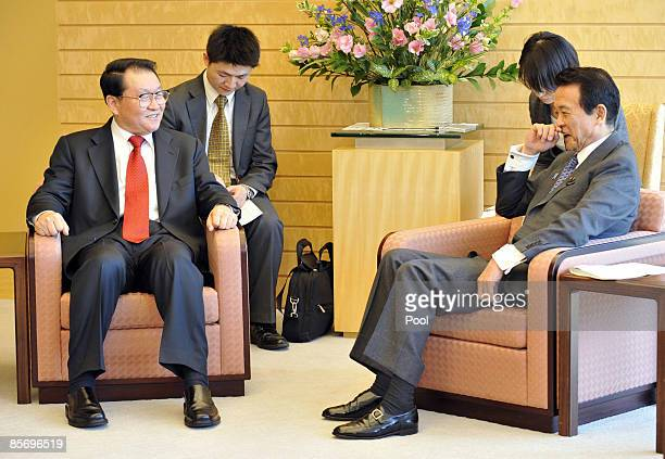 Li Changchun, a standing committee member of Chinese Communist Party's Political Bureau talks with Japanese Prime Minister Taro Aso at the Prime...