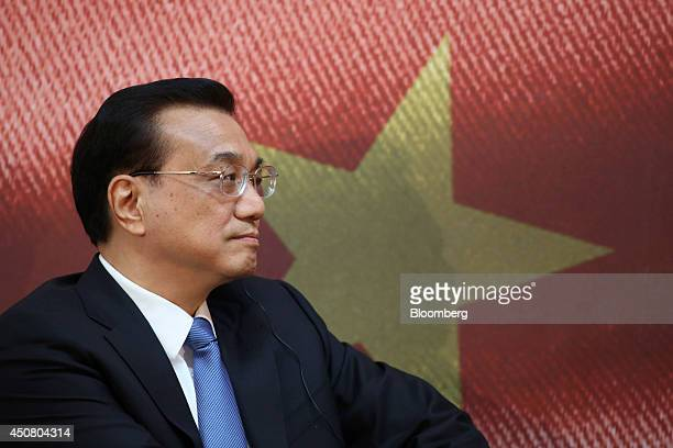 Li Keqiang China's premier pauses during the UK China Financial Forum at Lancaster House in London UK on Wednesday June 18 2014 China Construction...