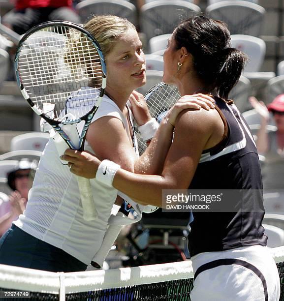 Li Na of China congratulates Kim Clijsters of Belgium after their semi-final match at the Sydney International tennis tournament, 11 January 2007....