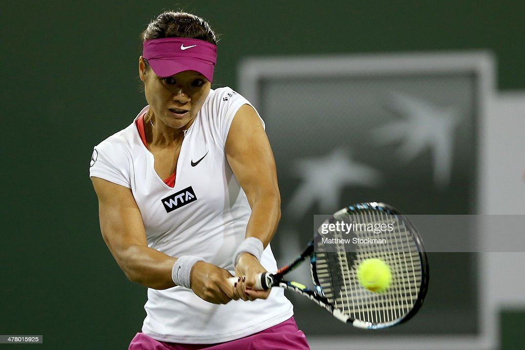 Li Na of China returns a shot to Aleksandra Wozniak of Canada during the BNP Parabas Open at the Indian Wells Tennis Garden on March 11, 2014 in Indian Wells, California.