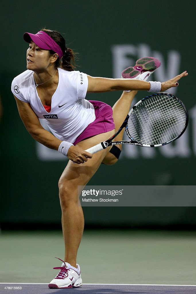 Li Na of China serves to Aleksandra Wozniak of Canada during the BNP Parabas Open at the Indian Wells Tennis Garden on March 11, 2014 in Indian Wells, California.