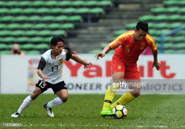 Li yang of China and Soulivanh of Laos in action during the AFC U23 Championship qualifier between China and Laos at Shah Alam Stadium on March 22...