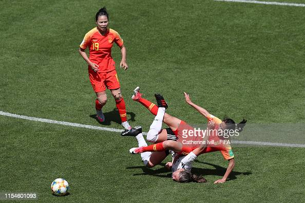 Li Yang of China clashes with Melanie Leupolz of Germany