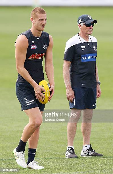 Liam Jones lines up for goal next to head coach Michael Malthouse during a Carlton Blues AFL training session at Ikon Park on April 1 2015 in...