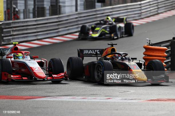 Liam Lawson of New Zealand and Hitech Grand Prix overtakes Oscar Piastri of Australia and Prema Racing for the race lead during Sprint Race 2 of...