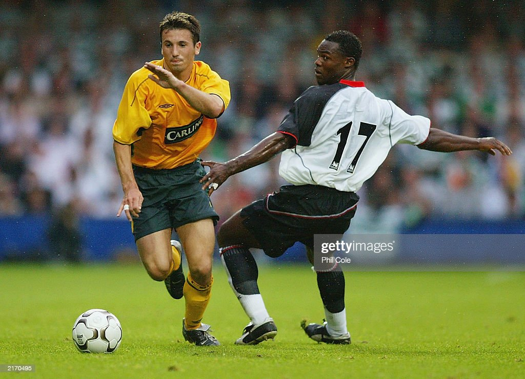 Liam Miller of Celtic gets away from Martin Djetou of Fulham : News Photo