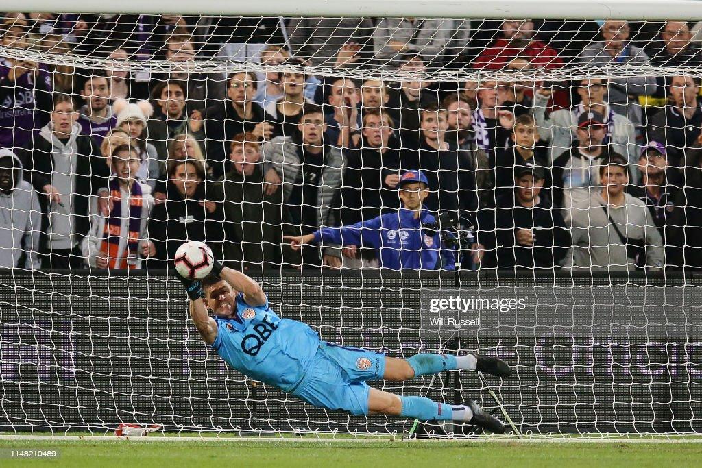 Perth v Adelaide - A-League Semi Final 1 : News Photo
