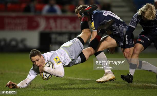 Liam Williams of Saracens scores a try during the Aviva Premiership match between Sale Sharks and Saracens at AJ Bell Stadium on February 16 2018 in...