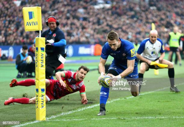 Liam Williams of Saracens scores his sides first try during the Aviva Premiership match between Saracens and Harlequins at London Stadium on March 24...