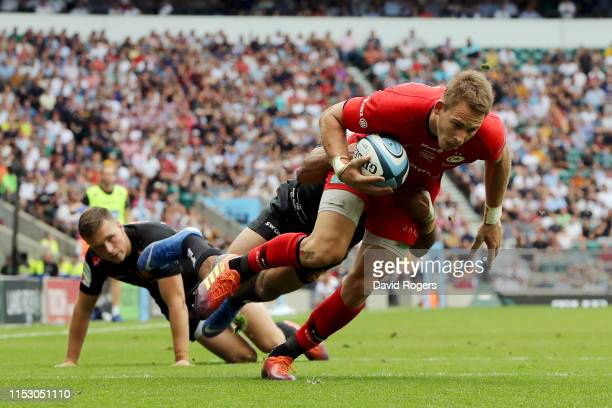 Liam Williams of Saracens touches down for his team's third try during the Gallagher Premiership Rugby Final between Exeter Chiefs and Saracens at...