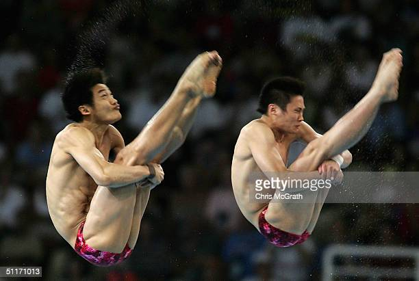 Liang Tian and Jinghui Yang of China compete in the men's synchronised diving 10 metre platform event on August 14 2004 during the Athens 2004 Summer...