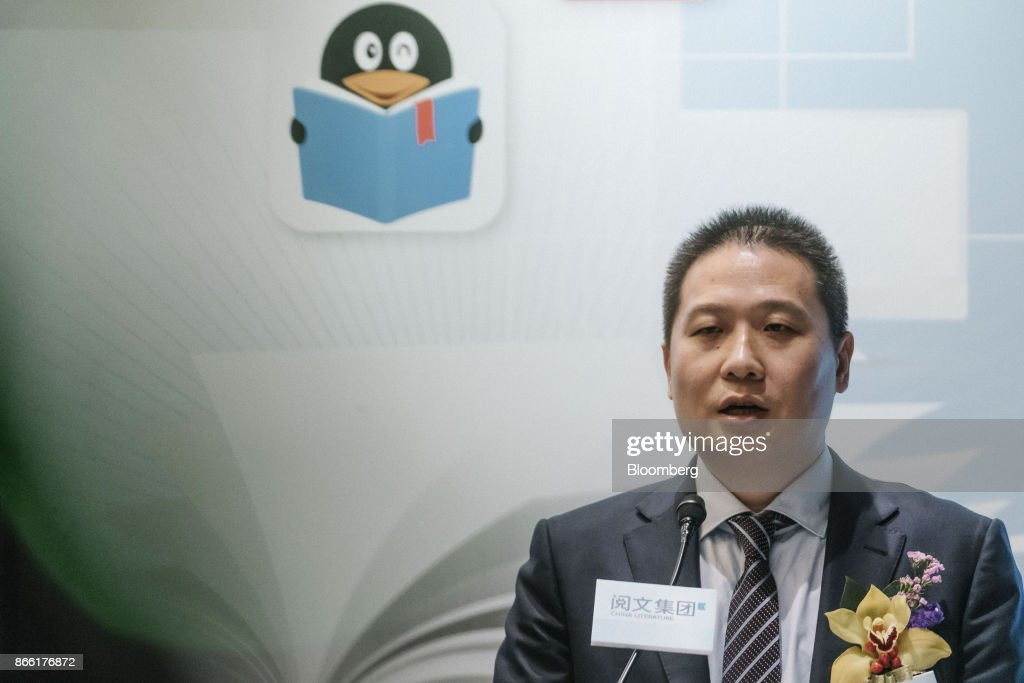 China Literature Ltd. Co-CEOs Wu Wenhui and Liang Xiaodong Attend IPO News Conference : News Photo