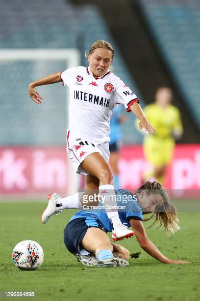 Libby Copus-Brown of the Wanderers and Clare Wheeler of Sydney FC contest the ball during the round four W-League match between Sydney FC and the...