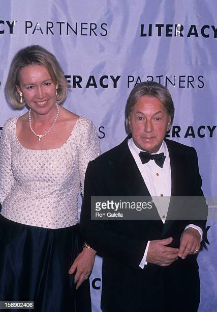 Libby Pataki and designer Arnold Scassi attend A Gala Evening of Reading on May 14 2001 at the Vivian Beaumont Theater in New York City