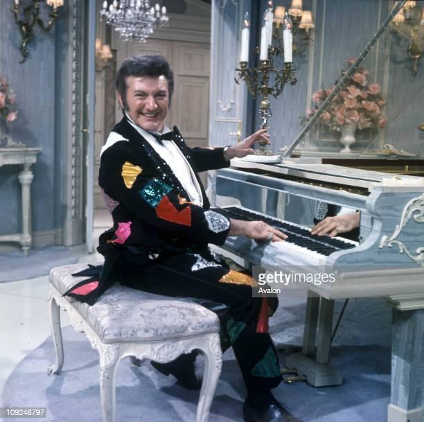Liberace Wladziu Valentino Liberace Famous American Pianist