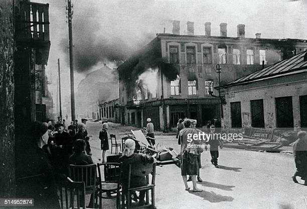 Liberated Minsk Residents of the city near their homes burnt down by Germans