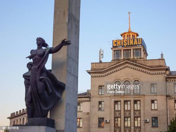 liberation monument in chisinau, capital of moldova - frans sellies stockfoto's en -beelden