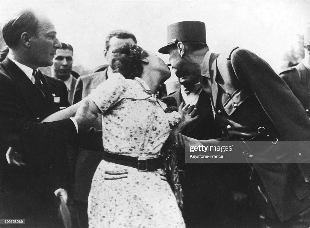 Liberation Of Paris, Parisian Woman Kissing General De Gaulle On August 25Th 1944