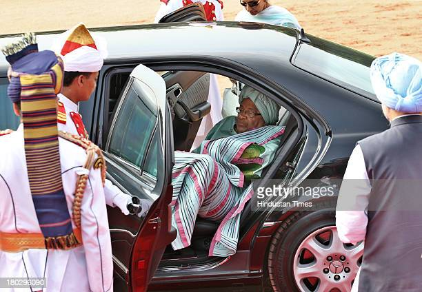 Liberian President Ellen Johnson Sirleaf leaves after her ceremonial reception at Rashtrapati Bhawan on September 11 2013 in New Delhi India First...