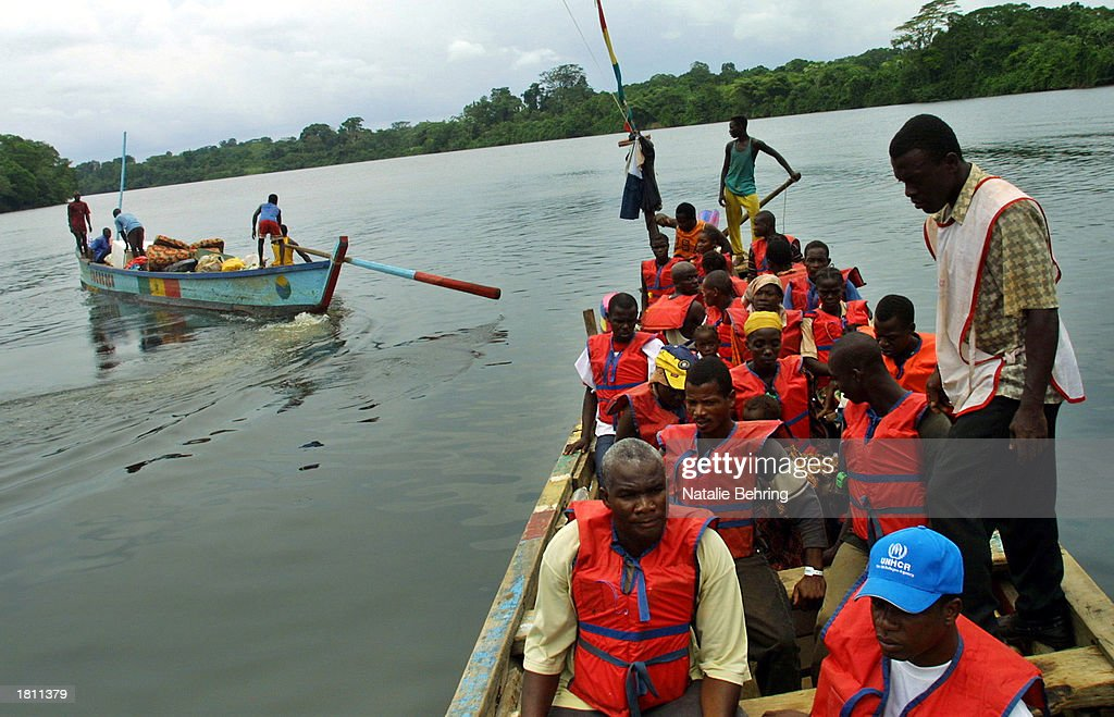 liberian-refugees-travel-from-ivory-coas