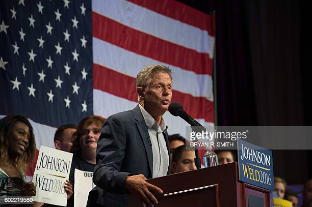 Libertarian presidential candidate Gary Johnson speaks at a rally on September 10, 2016 in New York. / AFP / Bryan R. Smith