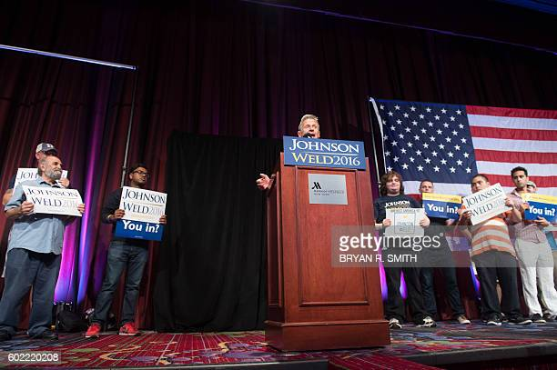 Libertarian presidential candidate Gary Johnson speaks to supporters at a rally on September 10, 2016 in New York. / AFP / Bryan R. Smith