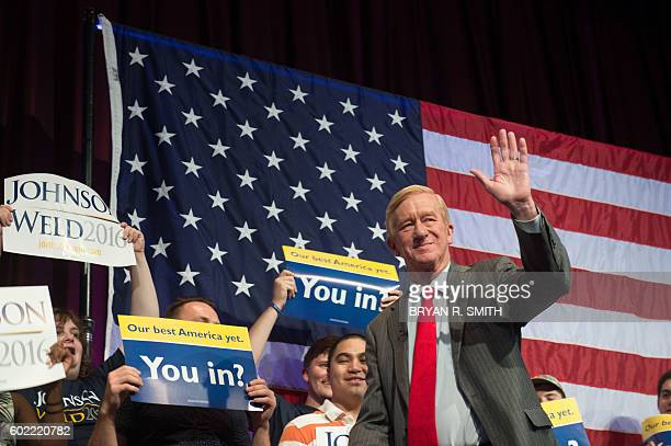 Libertarian vicepresidential candidate William Weld takes the stage to speak at a rally on September 10 2016 in New York / AFP / Bryan R Smith