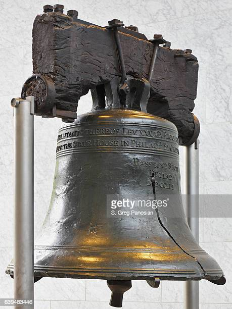 liberty bell - philadelphia - liberty bell stock pictures, royalty-free photos & images