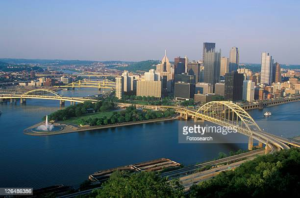 liberty bridge over allegheny river at sunset with pittsburgh skyline - east stock pictures, royalty-free photos & images