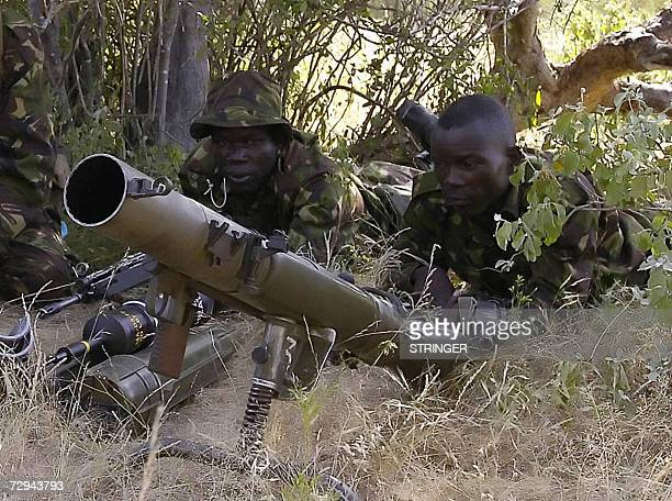 Kenyan Army soldiers stand guard closed to the border with Somalia, in Liboi 550 km east of Nairobi, 07 January 2007, to ensure that Somalia Islamist...