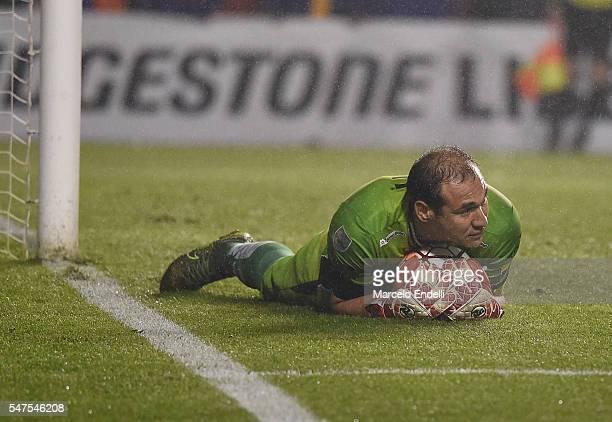 Librado Rodrigo Azcona of Independiente del Valle makes a save during a second leg match between Boca Juniors and Independiente del Valle as part of...