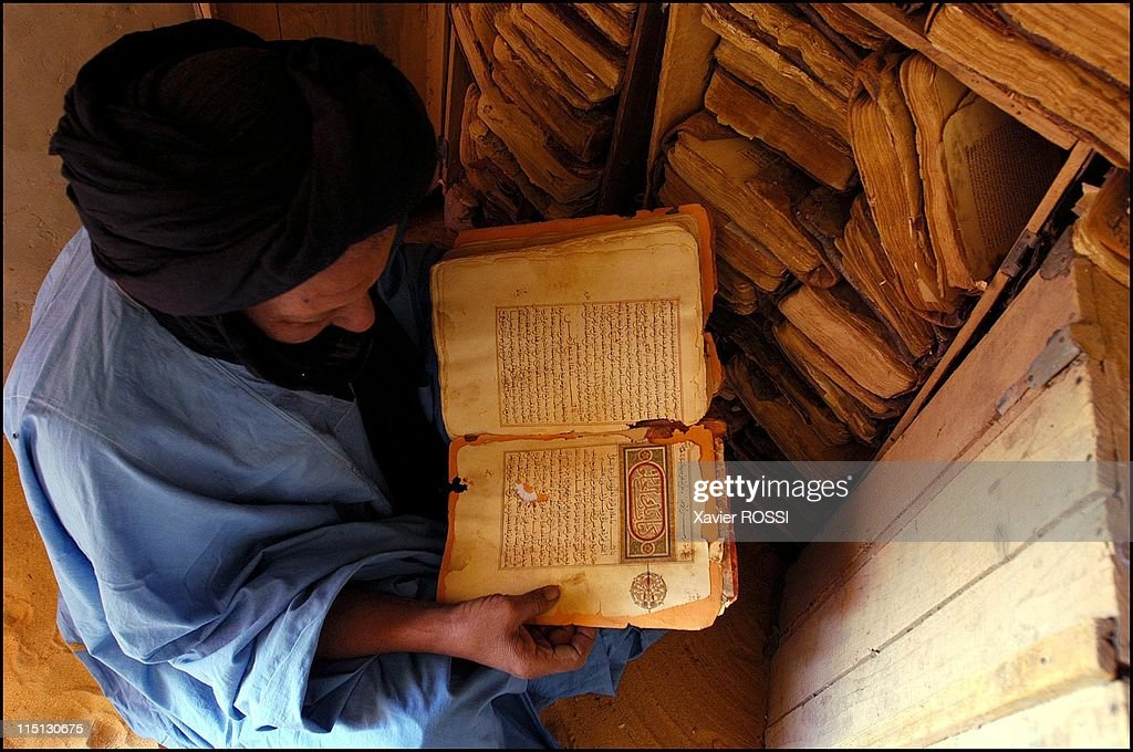 Libraries Of The Desert: Rediscovery And Restoration Of Ancient Arab Manuscripts In Bouj Beha, Mali In April, 2003. : Nachrichtenfoto