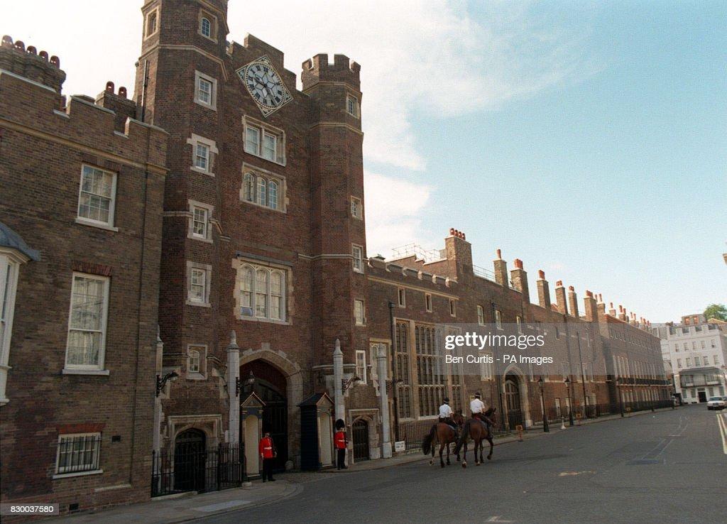ROYAL St James Palace : News Photo