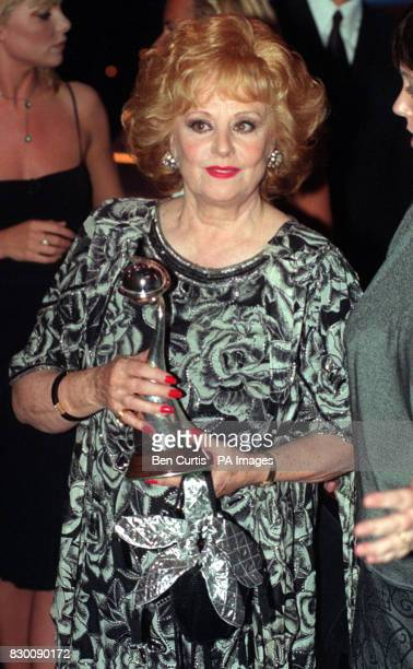 PROGRAMME 'CORONATION STREET' AT THE NATIONAL TELEVISION AWARDS IN LONDON'S ROYAL ALBERT HALL * Library file picture dated 27/10/98 of actress...