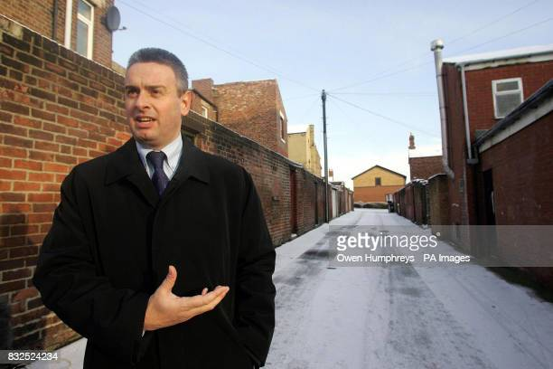Library filer dated of Detective Chief Inspector Jim Napier giving a press conference in an alley in North Tyneside where a 6 year old girl was found...