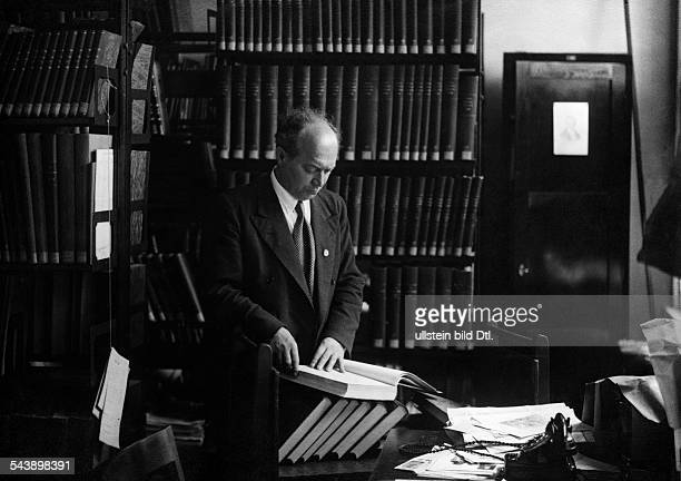 Library series man in a library reading a book Photographer Ullmann Published by 'Sieben Tage' 38/1936Vintage property of ullstein bild
