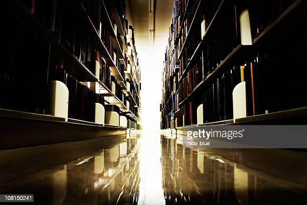 ライブラリーの棚に輝く背景ライト