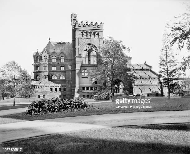 Library, University of Pennsylvania, Philadelphia, Pennsylvania, USA, Detroit Publishing Company, 1900.