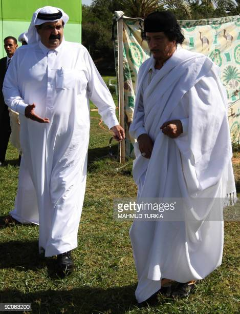 Libyan leader Moamer Kadhafi talks Qatar's Emir Sheikh Hamad bin Khalifa al-Thani after his arrival in Tripoli on October 20, 2009. AFP PHOTO/MAHMUD...