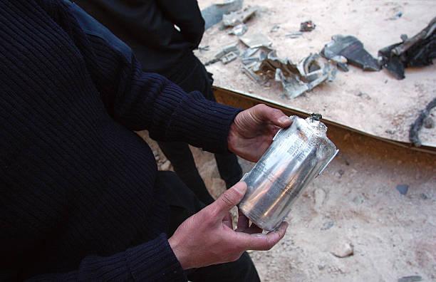 Photos et images de Libyans Inspect Bomb Damage At Tripoli