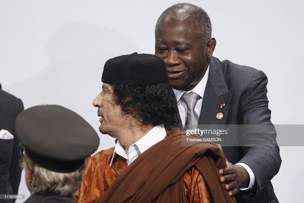 Libyan president Mouammar Kadhafi at the EU-Africa summit in Lisbon, Portugal on December 08th, 2007. : News Photo